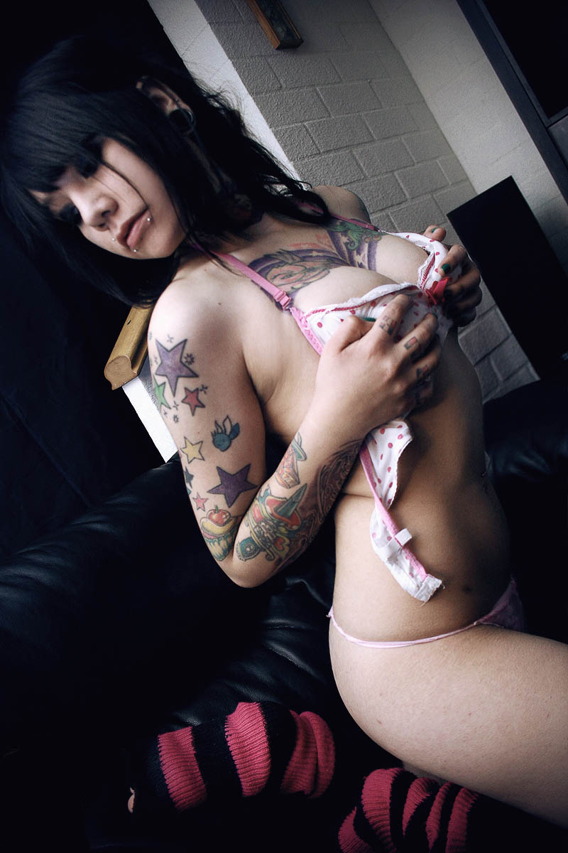 http://www.dropcents.com/blog/wp-content/uploads/2011/11/sexy-tattoo-sleeved-girls-6.jpg